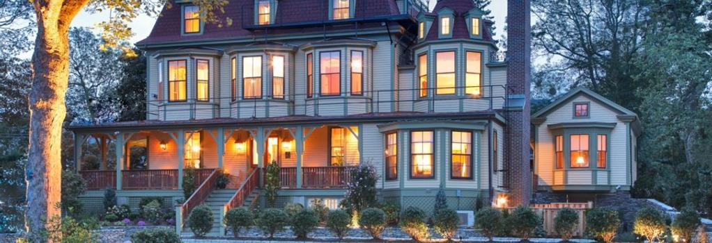 Cliffside Inn - Newport - Building