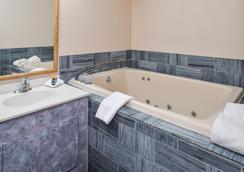 Americas Best Value Inn Moline - Moline - Bathroom
