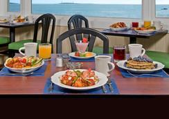 Atlantis Oceanfront Inn Gloucester - Gloucester - Restaurant
