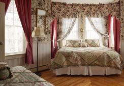 Blue Dory Inn - New Shoreham - Bedroom