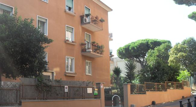 Bed & Breakfast Al Vicoletto - Rome - Building