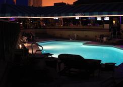 Surfbreak Oceanfront Hotel, an Ascend Hotel Collection Member - Virginia Beach - Pool
