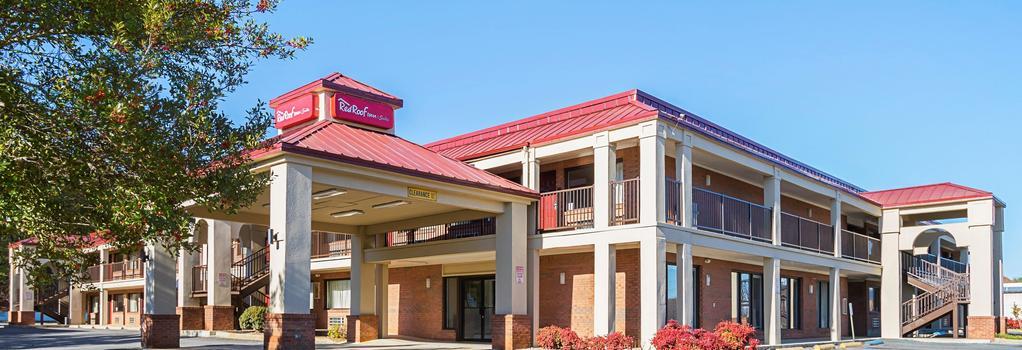 Red Roof Inn & Suites Scottsboro - Scottsboro - Building