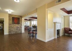Red Roof Inn & Suites Scottsboro - Scottsboro - Lobby